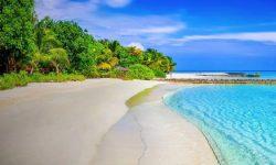 Tips Liburan di Pantai Selama Pandemi Corona